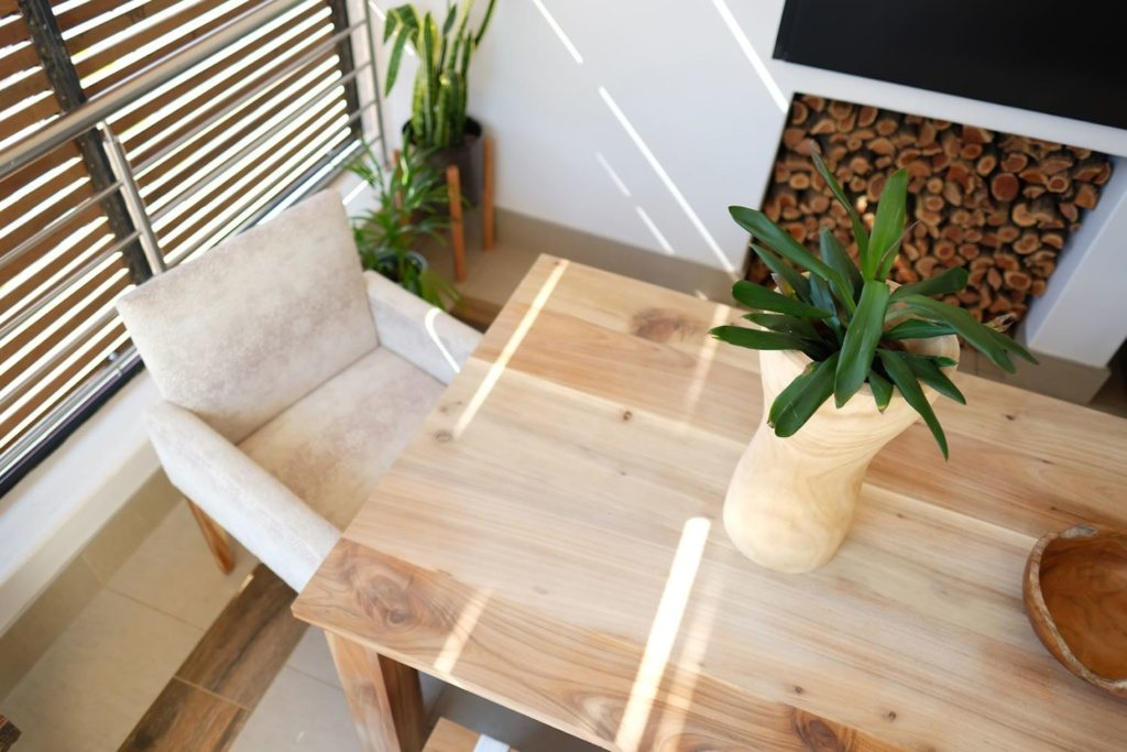 linear-table-greyton-chair