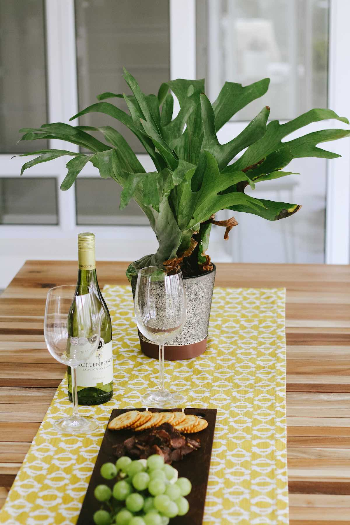 staghorn-fern-ruggens-table