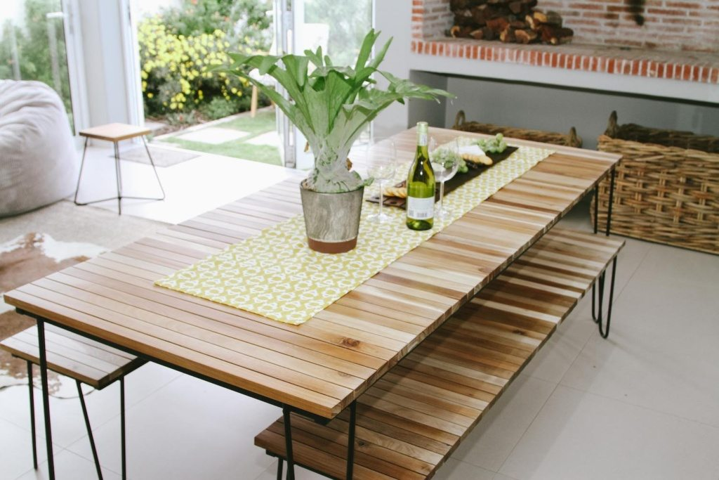 ruggens-dining-room-table-ruggens-bench