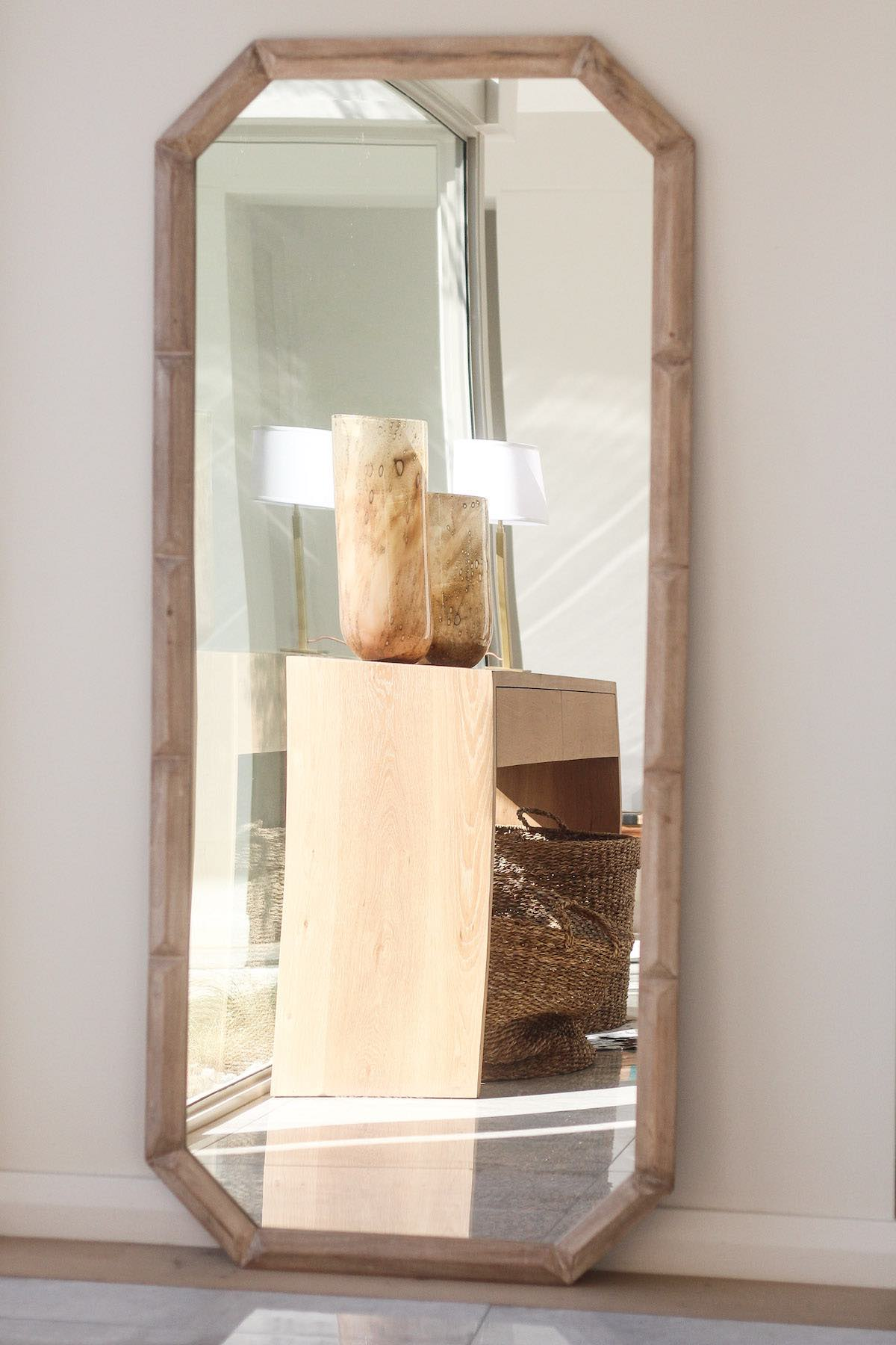 rectangular-mirror-with-wood-frame
